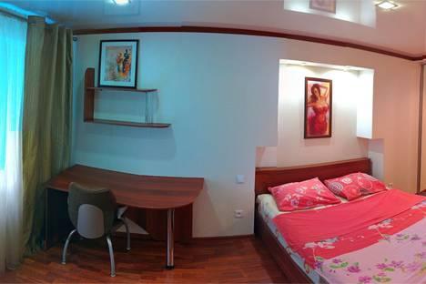 Сдается 2-комнатная квартира посуточнов Омске, улица Проспект Карла Маркса 42.