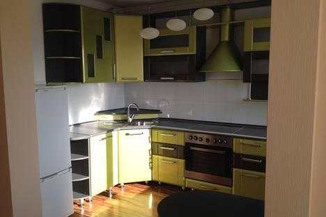 Сдается 2-комнатная квартира посуточно, ул. Лазурная, 38.