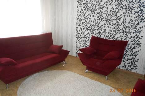 Сдается 2-комнатная квартира посуточно в Тольятти, бульвар 50 Лет Октября, 69.