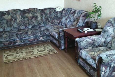 Сдается 2-комнатная квартира посуточно в Яровом, улица 40 Лет Октября.