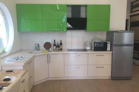 Сдается 1-комнатная квартира посуточнов Ливадии, виноградная 6м.