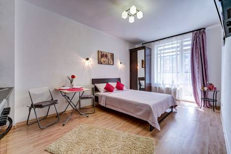 Сдается 1-комнатная квартира посуточно в Санкт-Петербурге, улица Адмирала Черокова д.18к2.