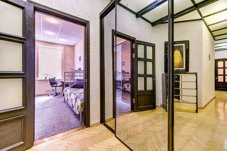 Сдается 3-комнатная квартира посуточнов Санкт-Петербурге, Невский проспект д.131 лит А.