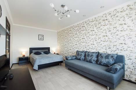 Сдается 1-комнатная квартира посуточно в Тольятти, улица Тополиная, 6.