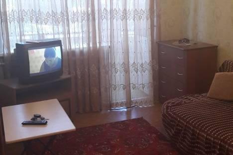 Сдается 1-комнатная квартира посуточно в Яровом, квартал Б 12.