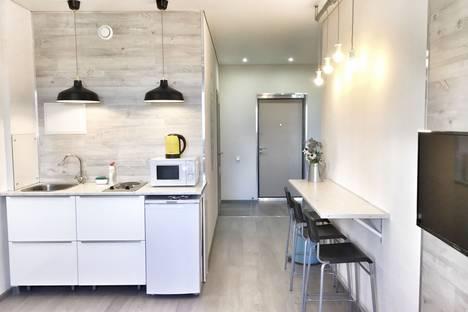 Сдается 2-комнатная квартира посуточнов Тюмени, улица Николая Зелинского, 5к2.
