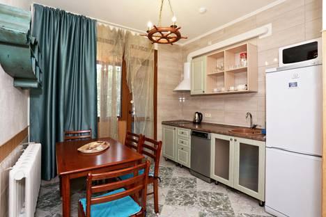 Сдается 2-комнатная квартира посуточно в Феодосии, 34 Суворовская улица.