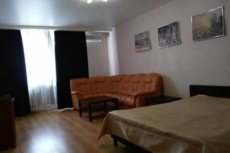 Сдается 3-комнатная квартира посуточно в Самаре, улица Ленинская 119.