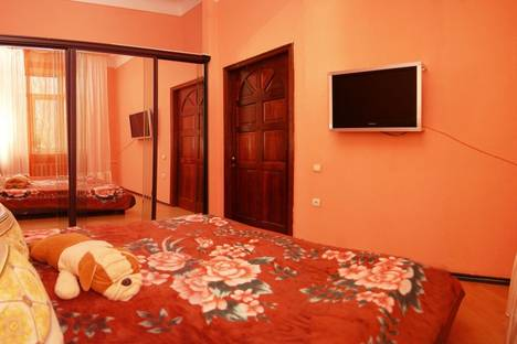 Сдается 2-комнатная квартира посуточно в Донецке, улица Челюскинцев 151.