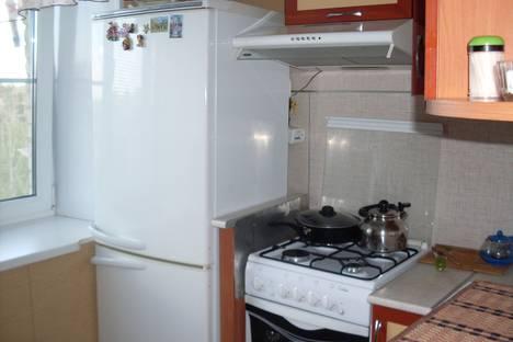 Сдается 2-комнатная квартира посуточно в Яровом, кв.Б,дом 25,кв.40.