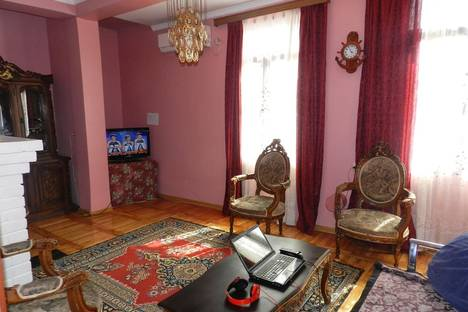 Сдается 4-комнатная квартира посуточнов Кобулети, Batumi, 26 May Street.