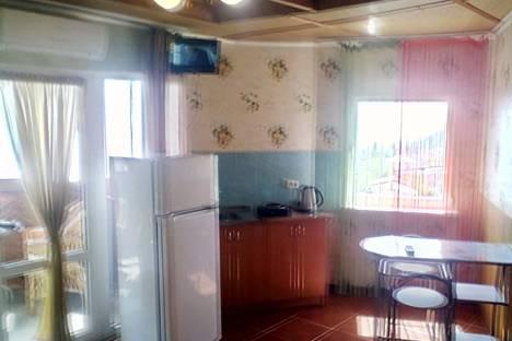 Сдается 1-комнатная квартира посуточно в Алупке, улица Севастопольское шоссе дом 26.