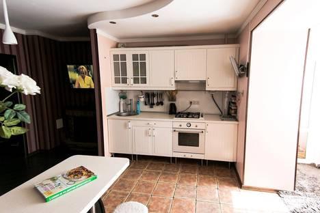 Сдается 3-комнатная квартира посуточнов Омске, улица 70 лет Октября, 15.