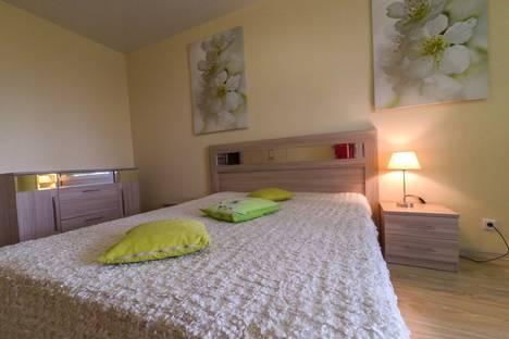 Сдается 2-комнатная квартира посуточнов Омске, улица Ватутина, 14.