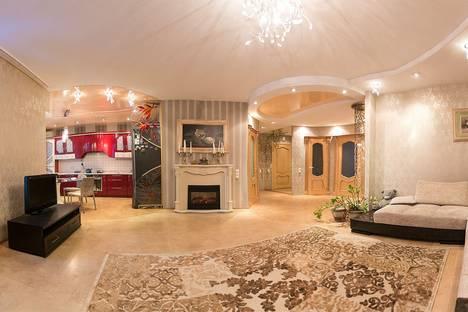 Сдается 3-комнатная квартира посуточно в Омске, улица Учебная, 152.