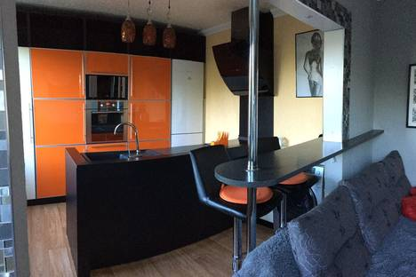 Сдается 2-комнатная квартира посуточно в Петропавловске-Камчатском, ул. Академика Курчатова, 35.
