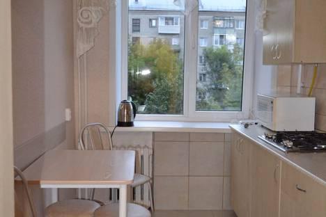 Сдается 2-комнатная квартира посуточно в Барнауле, проспект Калинина, 8.