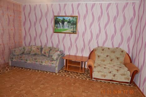 Сдается 2-комнатная квартира посуточно в Яровом, квартал А дом 33.