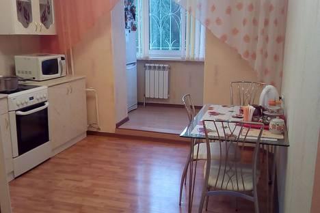 Сдается 3-комнатная квартира посуточнов Усть-Илимске, улица Молодежная 2.