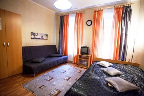 Сдается 1-комнатная квартира посуточно в Санкт-Петербурге, Суворовский пр. 32.