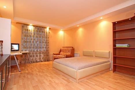Сдается 1-комнатная квартира посуточнов Петергофе, Средняя Подьяческая дом 9.