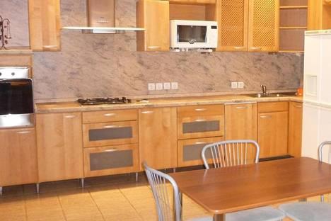 Сдается 3-комнатная квартира посуточнов Омске, Масленникова, 70.