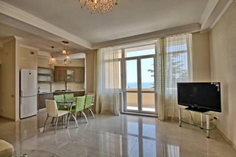 Сдается 2-комнатная квартира посуточно в Гурзуфе, 5 набережная имени Пушкина.