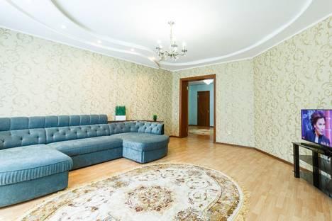 Сдается 3-комнатная квартира посуточно в Казани, улица Япеева, 19.