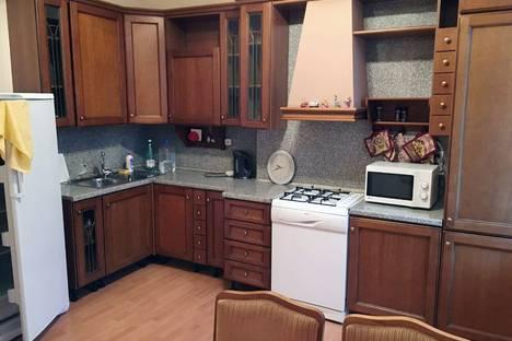 Сдается 3-комнатная квартира посуточнов Санкт-Петербурге, улица Маяковского 1/96.