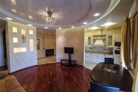 Сдается 3-комнатная квартира посуточнов Омске, улица Куйбышева, 56.