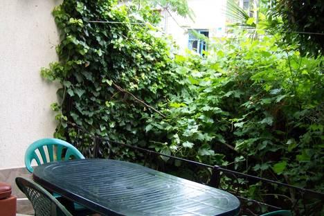 Сдается 2-комнатная квартира посуточнов Гаспре, пгт.Гаспра, ул.Маратовская 42.