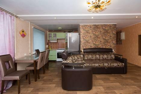 Сдается 2-комнатная квартира посуточно в Комсомольске-на-Амуре, Интернациональный проспект, 11.