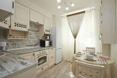 Сдается 1-комнатная квартира посуточно в Сургуте, проспект Ленина, 16/2.