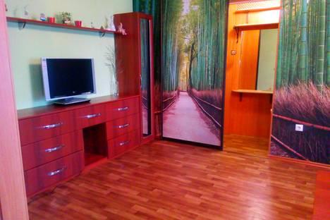 Сдается 2-комнатная квартира посуточно в Новокузнецке, проспект Строителей, 90.