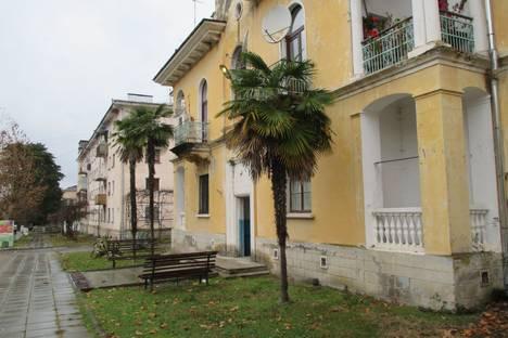 Сдается 2-комнатная квартира посуточнов Гали, поселок городского типа Агудзера, улица Курчатова дом 34. кв. 2.