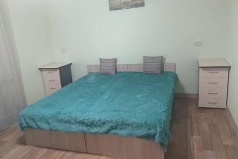 Сдается 2-комнатная квартира посуточно в Новосибирске, кошурникова 2/1.