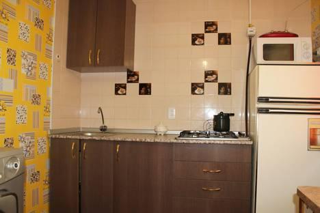 Сдается 2-комнатная квартира посуточно в Яровом, улица 40 Лет Октября 10.