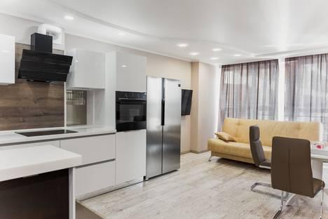 Сдается 3-комнатная квартира посуточнов Тюмени, улица 50 Лет Октября, 57а.