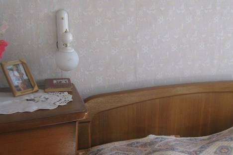 Сдается 2-комнатная квартира посуточнов Бердянске, Ля-Сейнская улица 19.