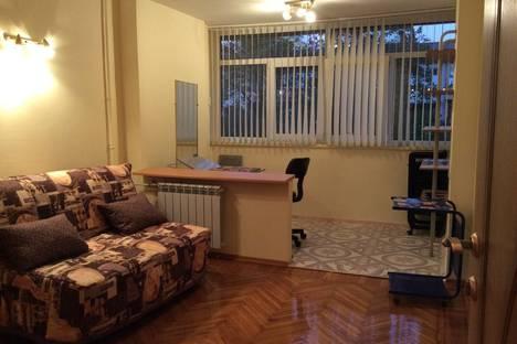 Сдается 3-комнатная квартира посуточнов Сочи, улица Роз, 48.