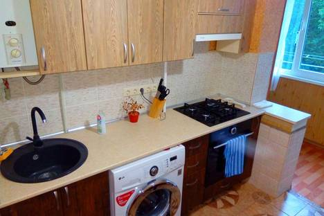 Сдается 2-комнатная квартира посуточно в Алуште, Крым,10 Судакская улица.