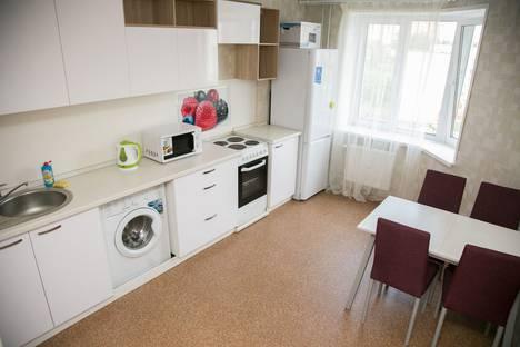 Сдается 2-комнатная квартира посуточнов Ижевске, Фронтовая улица, 4.