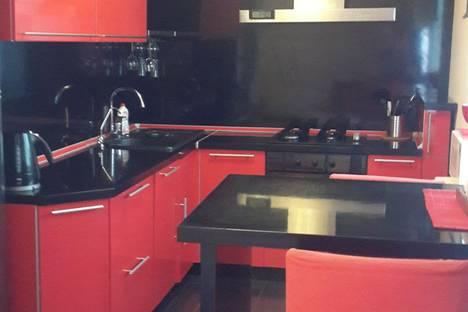 Сдается 2-комнатная квартира посуточно в Вологде, козленская 93.