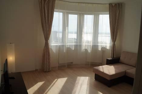 Сдается 1-комнатная квартира посуточно в Сургуте, улица Мелик-Карамова  4.