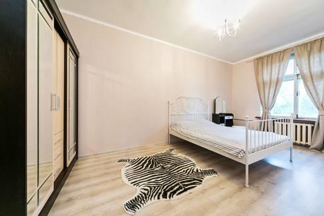 Сдается 3-комнатная квартира посуточнов Ивантеевке, Земляной Вал 52/16 стр 3.