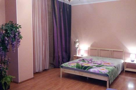 Сдается 1-комнатная квартира посуточно в Сургуте, ул. Югорская, 3.
