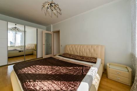 Сдается 3-комнатная квартира посуточно, Новый Арбат 16.