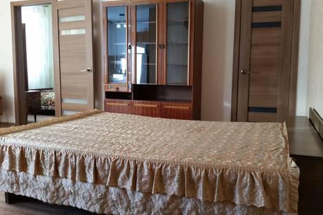 Сдается 2-комнатная квартира посуточно в Яровом, квартал Б, дом 14.