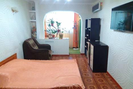 Сдается 3-комнатная квартира посуточно в Алуште, ул. Платановая, 4.