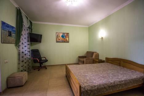 Сдается 1-комнатная квартира посуточно в Алуште, ул. 15 апреля, 12.